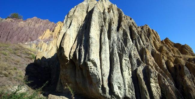 Tokat, Niksar – dilim kayalar